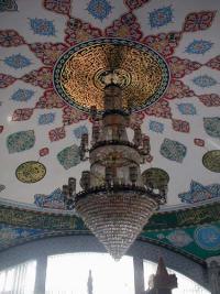 Der Gebetsraum unter der Kuppel der Pasinger Moschee ist prächtig bemalt.